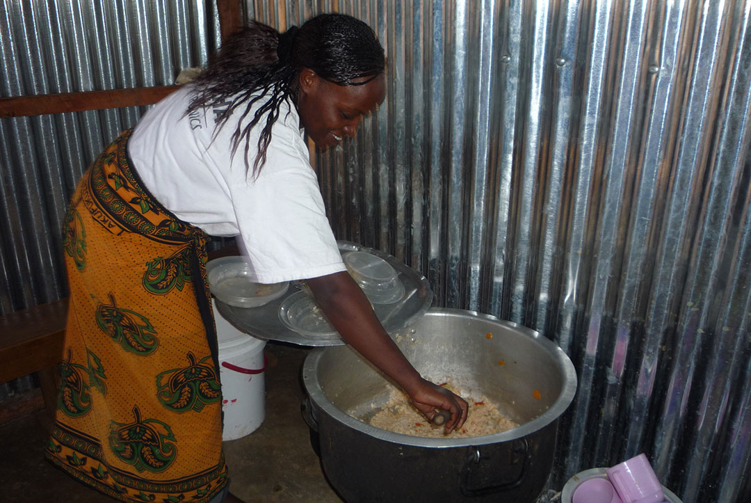 Kenya 2010 : Most Important Person, the cook