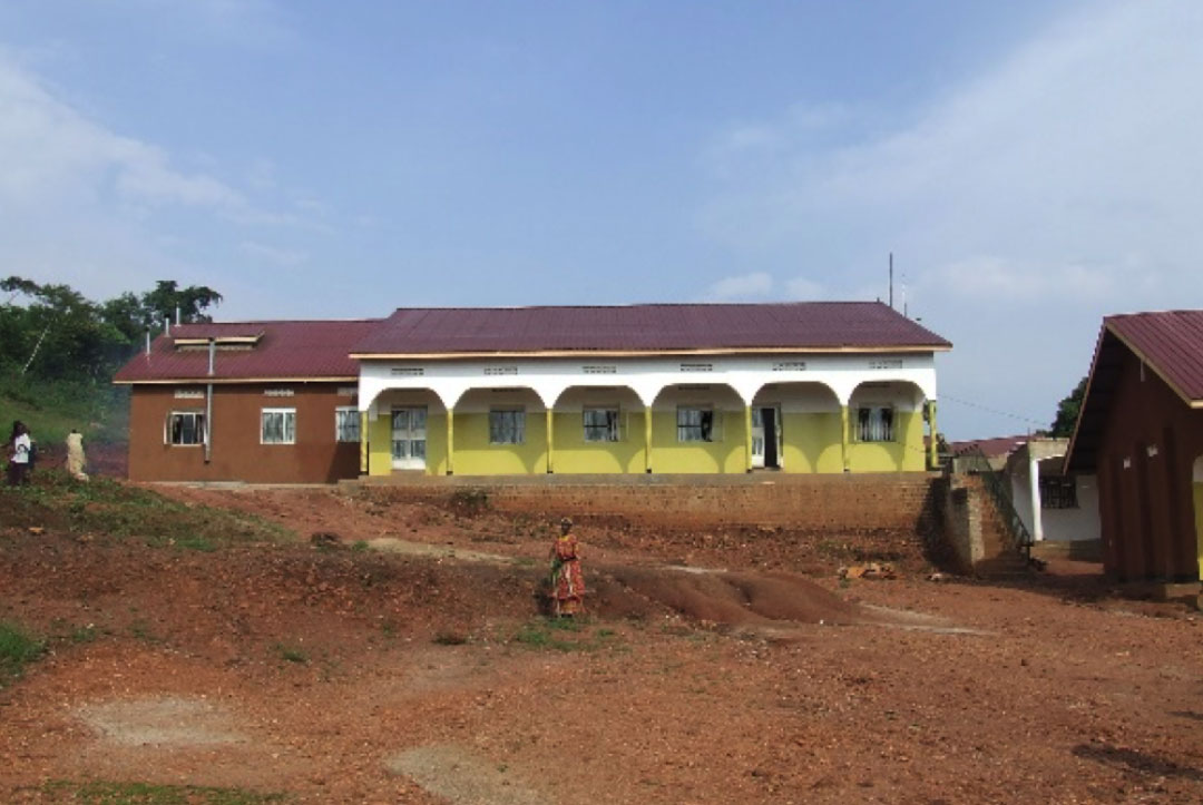 Uganda 2008 : The new building that we were painting inside of