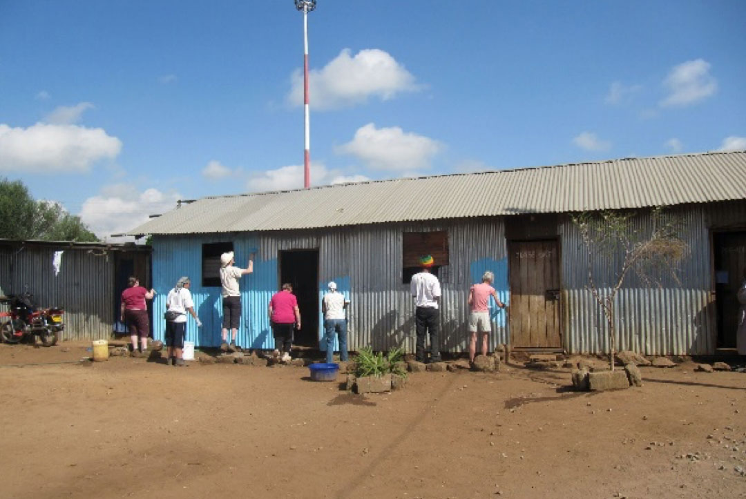 Kenya 2013 : Being kept busy and out the way while the real builders did their work