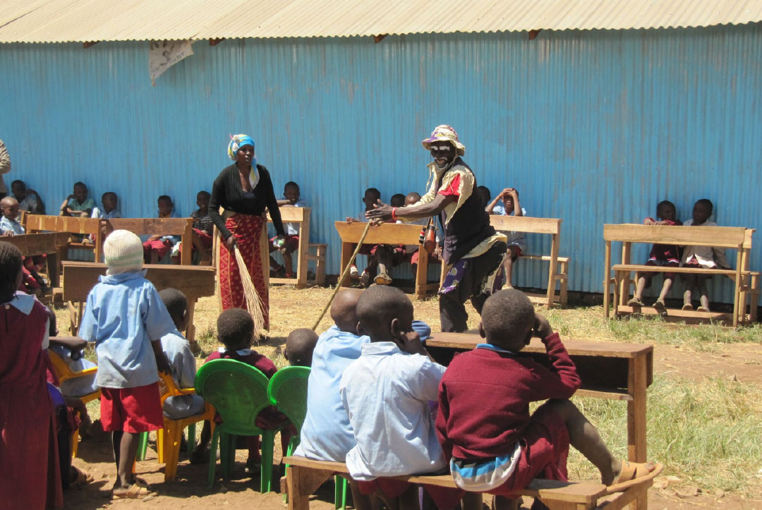 Kenya 2013 : A farewell assembly before leaving