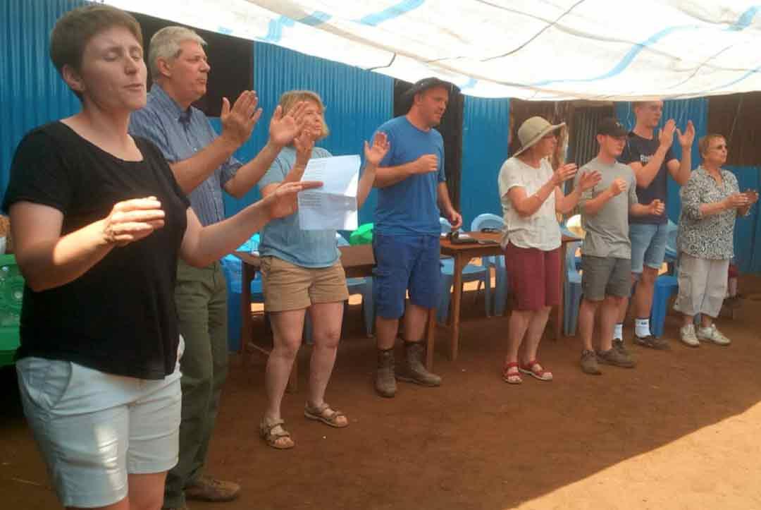 2019-Kenya-08-Singing-and-worship-together