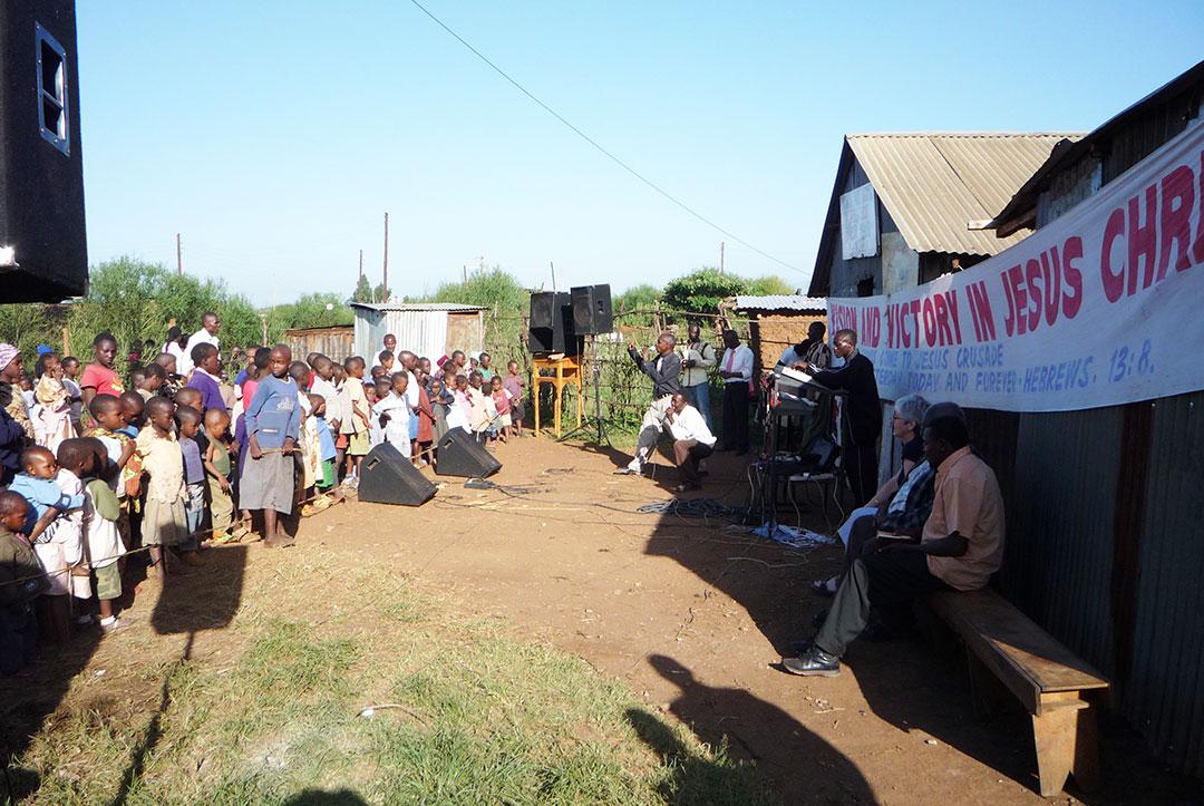 Kenya 2010 : Outside church