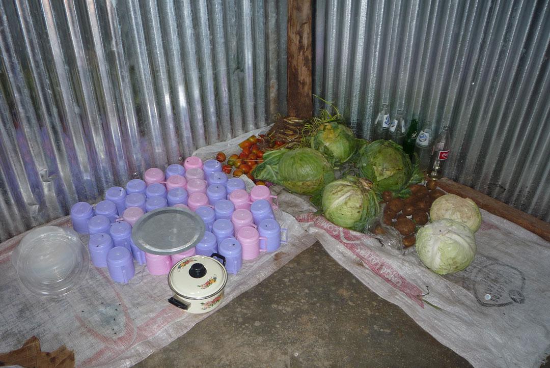 Kenya 2010 : Preparing for lunch
