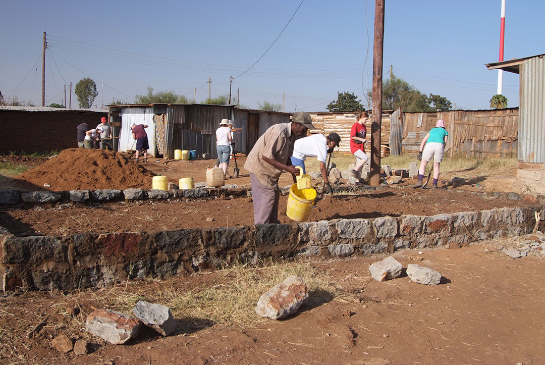 Kenya 2011 : Building foundations