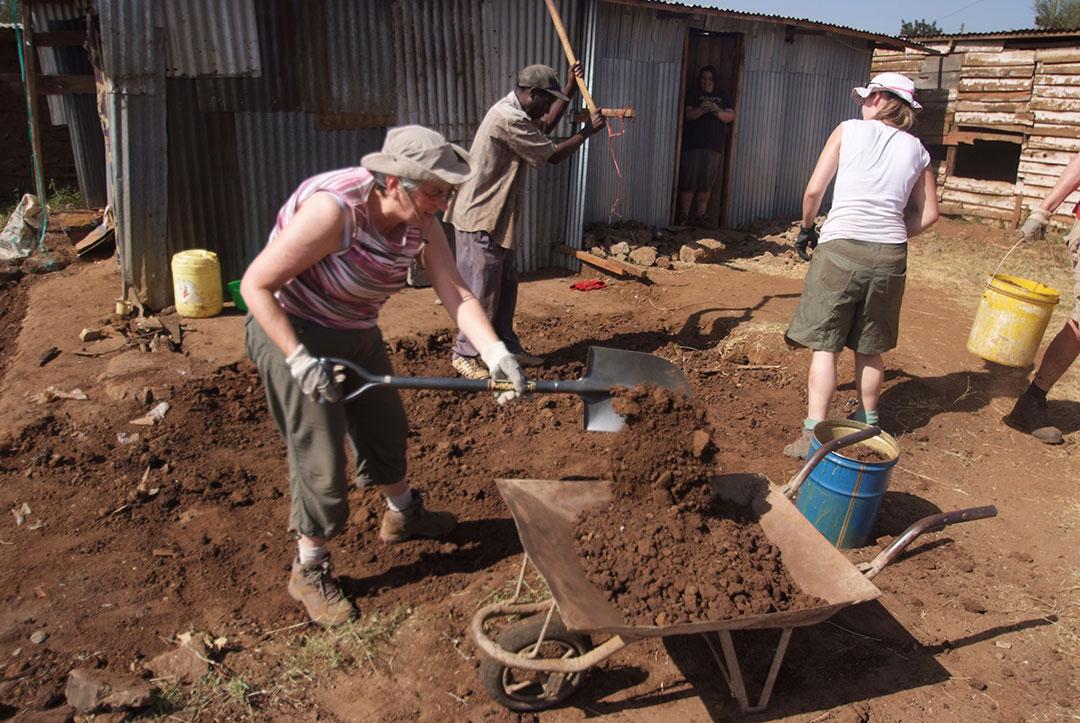 Kenya 2011 : Digging Foundations