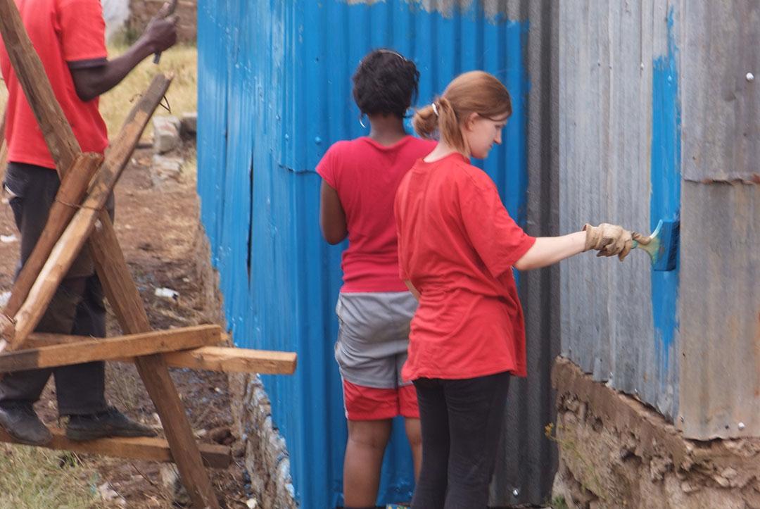 2011 Kenya : Painting the school