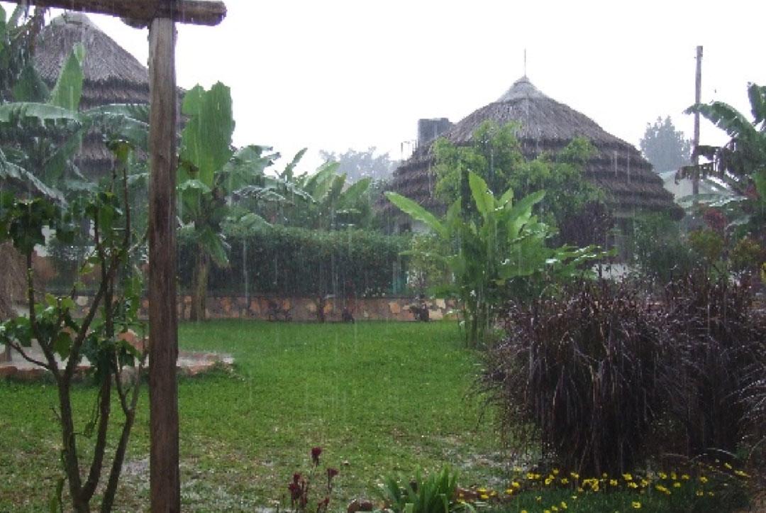 Uganda 2008 : Rain like the volunteers had never experienced before!
