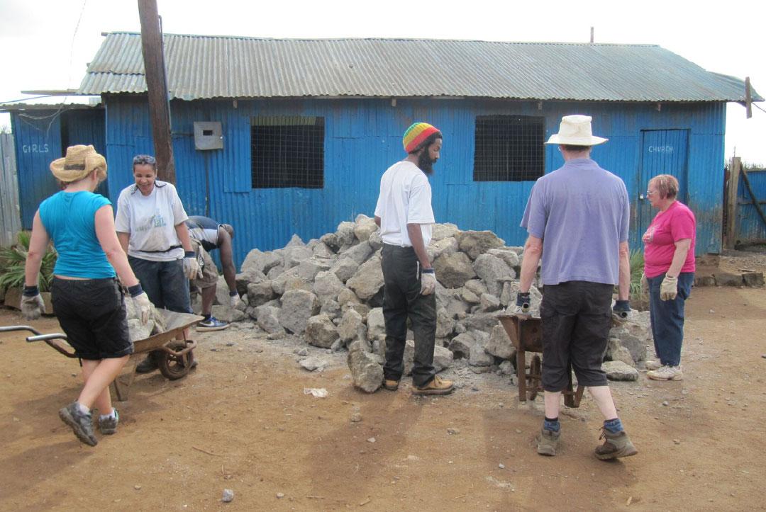 Kenya 2013 : Shifting more rocks!