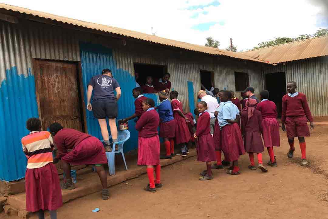 2019-Kenya-02-The-painiting-begins