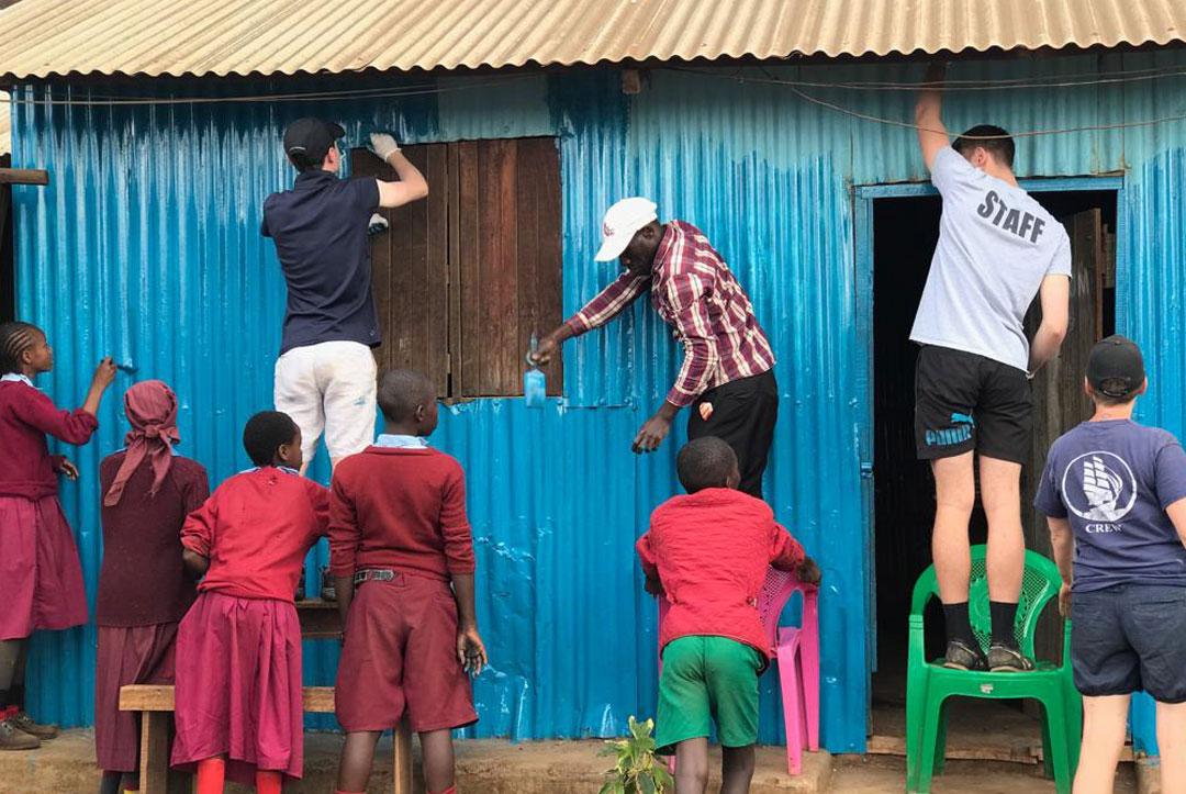 2019-Kenya-03-Painting-the-school-rooms