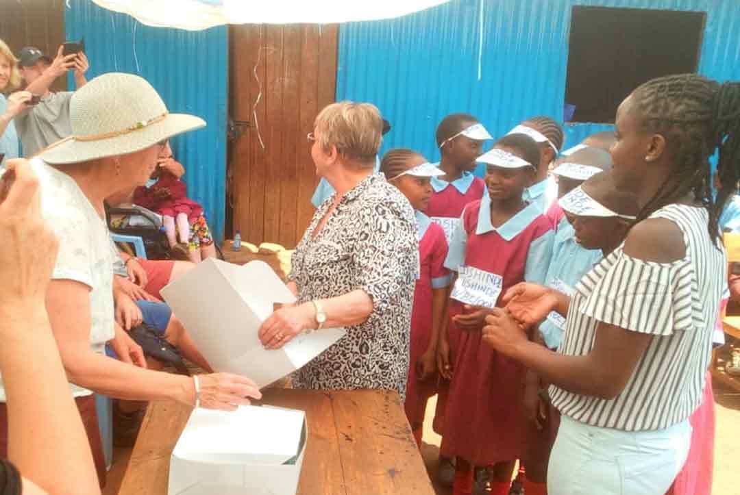 2019-Kenya-07-A-wonderful-break-with-cake-from-the-children